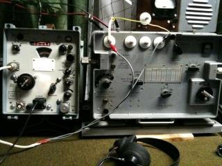 R-323M digitális kijelzésű katonai vevőhöz is az R-130M-be iktatott Rh antennát használjuk