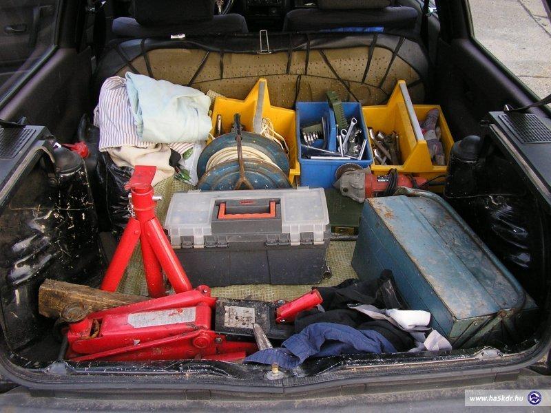 Autószereléshez felkészülve